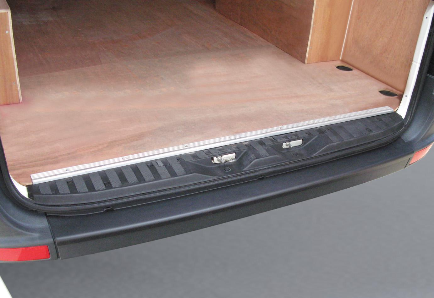 Накладка на задний бампер Volkswagen Crafter, 2006-2017